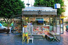 a typical kiosk in the city of Almería   photo: from Enamorados de Almería's albums   https://www.facebook.com/EnamoradosDeAlmeria/photos (Antonio Conde)