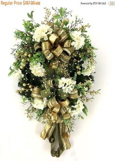 Christmas Wreath with Gold and Cream with Hydrangeas for Front Door, Elegant Christmas Decor, Designer Door Wreaths Christmas Wreaths, Christmas Decorations, Winter Wreaths, Christmas Tree, Christmas Flowers, Holiday Decorating, Christmas 2019, Elegant Christmas Decor, Large Lanterns