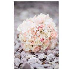 Beautiful Wedding flowers!! I just love love love the color! #weddingflowers #pittsburghwedding #pittsburgh