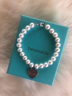 Return To Tiffany Pearl Bracelet on Mercari Dainty Jewelry, Cute Jewelry, Luxury Jewelry, Jewelry Accessories, Tiffany And Co Jewelry, Tiffany And Co Bracelet, Accesorios Casual, Pearl Bracelet, Jewelery