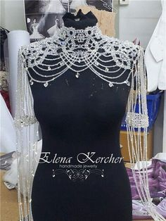 DIY Fashion Ideas – What you Need to be Creative – Designer Fashion Tips Shoulder Jewelry, Shoulder Necklace, Bridal Accessories, Bridal Jewelry, Beaded Jewelry, Jewellery, Handmade Jewelry, Diy Fashion, Ideias Fashion
