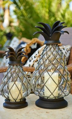 Our Pineapple Hurricane is a welcoming symbol of hospitality. When paired with candlelight, it sheds a soft glow during outdoor evenings.