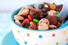 Cereal Snack Mix - Cookie Crisp & Fiber One brownie bars. Dog Food Recipes, Snack Recipes, Cooking Recipes, Yummy Recipes, Kids Snack Mix, Snack Mixes, Yogurt Covered Raisins, High Fiber Snacks, Lunch Snacks