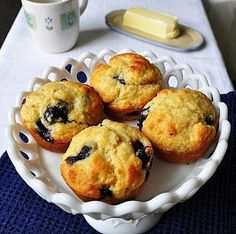 Little B Cooks:  Chronicles from a Vermont foodie: Aunt Judy's Bostonian Blueberry Muffins