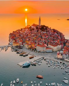 Beautiful Places To Travel, Wonderful Places, Croatia Travel Guide, Voyage Europe, Photos Voyages, Travel Aesthetic, Lonely Planet, Places Around The World, Dream Vacations