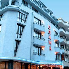 Хотелът разполага с 15 двойни стаи, 3 студиа, 3 апартамента, със самостоятелен санитарен възел, климатик, мини бар, Multi Story Building