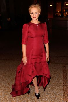 Carolina Herrera Evening Dress - Carolina wears a fantasitc red evening gown with layers of ruffles at the hem. Carolina Herrera Dresses, Ch Carolina Herrera, Red Evening Gowns, Over 50 Womens Fashion, Colourful Outfits, Party Fashion, Beautiful Dresses, Ball Gowns, Fashion Dresses