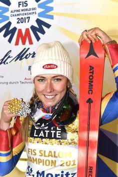 Mikaela Shiffrin *GOLD* Mikaela Shiffrin, Lindsey Vonn, Ski Racing, Skiing, Sims, Sports, Gears, Crushes, World