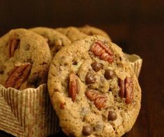 Espresso Chocolate Chip and Pecan Cookies Chocolate Chip Pecan Cookie Recipe, Pecan Cookie Recipes, Pecan Cookies, Chocolate Chip Oatmeal, Chocolate Treats, Cupcake Cookies, Dessert Recipes, Desserts, Cupcakes