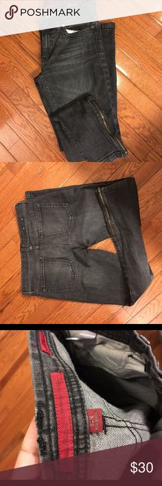 Banana Republic jeans Skinny leg jeans with zippers. Limited edition Banana Republic Jeans Skinny