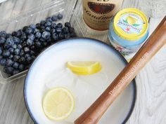 This light and refreshing Blueberry Lemon Vodka cocktail is for my friend who thought the… Yummy Vodka Drinks, Blueberry Vodka Drinks, Sweet Cocktails, Alcohol Drink Recipes, Martini Recipes, Vodka Cocktails, Lemon Vodka, Low Carb Drinks, Summer Drinks