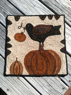 square hooked rug with crow and pumpkin motif Rug Hooking Designs, Rug Hooking Patterns, Penny Rugs, Hand Hooked Rugs, Primitive Hooked Rugs, Punch Needle Patterns, Latch Hook Rugs, Braided Rugs, Primitive Crafts