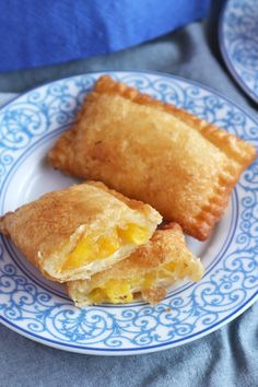 Wake up to a brighter morning with these delicious Peach-Mango Pocket Pies. This is the easy version using ready-made puff pastry sheets. Peach-Mango Pocket Pies or simply peach mango pie is a popular dessert from a fast-food restaurant in the Mango Desserts, Empanadas, Pastry Recipes, Baking Recipes, Juice Recipes, Detox Recipes, Salad Recipes, Pollo Mechado, Peach Mango Pie
