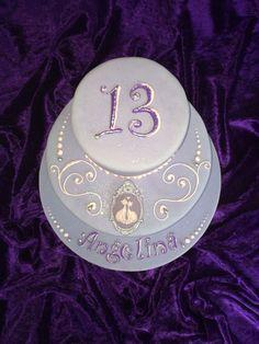"""""""Happy Birthday"""" - Diese #Geburtstagstorte ist ein ganz besonderes Highlight auf der festlich gedeckten Tafel.  Wenn auch Sie gerne jemanden mit einer einzigartigen #Torte zum überraschen möchten dann ist Markus Held aus der #Konditorei in Bad Wiessee der richtige Ansprechpartner. www.cafe-konditorei-held.de Bad Wiessee, Happy Birthday, Birthday Cake, Held, Desserts, Pies, Birthday Cake Toppers, Holiday, Unique"""