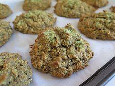 Une galette santé à l'avoine parfumée au thé vert? Yes, yes, yes, yes, yesssss! Oh que oui. Après la Mme Avoinette de la rentrée 2014 et la Fraisichouette, voici que la Madame Labriski continue sa lancée réconfortante avec une nouvelle version à l'avoine « verdoyante » de santé et de goût. Toujours aussi rapide et... Yummy Snacks, Healthy Snacks, Healthy Recipes, Cookie Flavors, Cookie Recipes, Sports Food, Cravings, No Bake Desserts, Cookies
