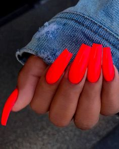 Semi-permanent varnish, false nails, patches: which manicure to choose? - My Nails Neon Acrylic Nails, Neon Nails, Neon Orange Nails, Bright Orange Nails, Red Matte Nails, Red Tip Nails, Colourful Acrylic Nails, Neon Nail Colors, Rainbow Nails
