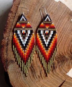 Olive Sunrise Earrings by wildmintjewelry on Etsy Native Beading Patterns, Beaded Earrings Patterns, Native Beadwork, Seed Bead Patterns, Native American Beadwork, Jewelry Patterns, Art Perle, Seed Bead Jewelry, Seed Beads