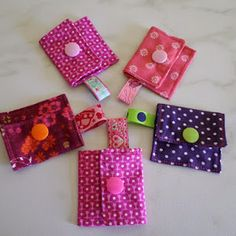 Christmas Sewing Projects, Small Sewing Projects, Diy And Crafts, Home Crafts, Decoration Chic, Key Fobs, Hot Pads, How To Make Bows, Fabric Crafts