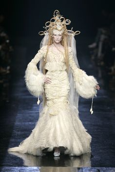 Couture Gowns | JEAN PAUL GAULTIER HAUTE COUTURE FALL/WINTER 2005/06 · A White ... #wedding gowns #Wedding Inspirasi#weddingdress #bridal #ウエディングドレス#ブライダル