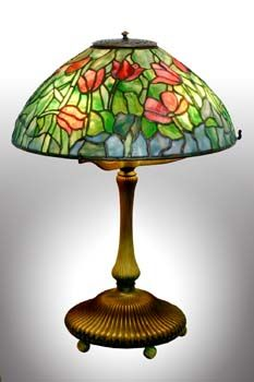 "Tiffany Studios ""tulip pattern"" shade table lamp. E. 20th century."