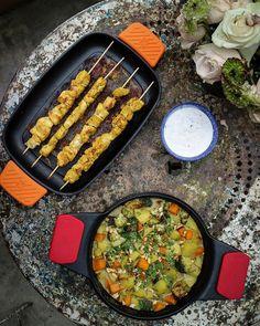 Estos son los dos platos que he preparado hoy en la #escapadaBRA . Pollo satay curry verde de verduras y salsa de yogur Dos recetas thai que muy prontito en mi canal que os aseguro que os van a encantar. He de decir que esta receta ha sido un tándem con @deliciousmartha