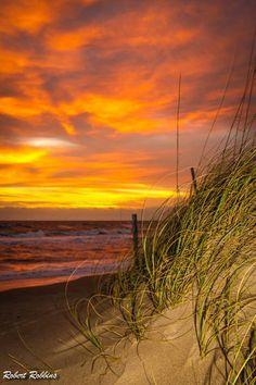 Outer Banks, NC Local Artists Facebook post: Thursday Sunset, photographer Robert Robbins.