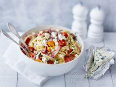Herkullinen pasta syntyy nopeasti yksinkertaisista raaka-aineista. Tässä pastassa AURA saa loistaa pääroolissa.