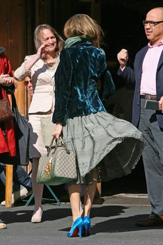 Turquoise Heels, George Mackay, Colourful Outfits, Colorful, Nyc Restaurants, Velvet Blazer, Sarah Jessica Parker, Photo L, Her Style