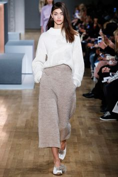 Tibi, New York Fashion Week, Fall Winter New York Fashion, Runway Fashion, Trendy Fashion, High Fashion, Fashion Show, Fashion Design, Minimal Fashion, Fashion 2018, New Yorker Mode