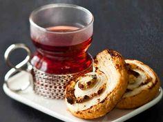 Omena-juustokiekot - Reseptit French Toast, Pancakes, Breakfast, Tableware, December, Food, Morning Coffee, Dinnerware, Tablewares
