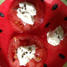 The perfect snack. Ricotta w/tomatoes. Canadian Cheese, Simple Pleasures, Ricotta, Pudding, Snacks, Canning, Vegetables, Tomatoes, Beats