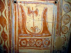 Minoan painted double axe and sacred horns Ancient Greek Art, Ancient History, Minoan Art, Classical Period, Mycenaean, Dark Ages, Bronze Age, Art And Architecture, Archaeology