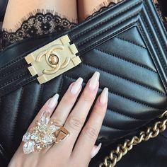 "Gefällt 7,871 Mal, 33 Kommentare - LAURA BADURA (@laurabadura) auf Instagram: ""Today's details Nails @wenailsdubai Ring @swarovski"""