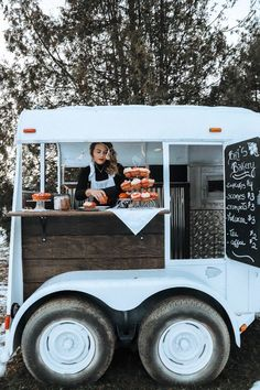 Food Trucks, Bar Mobile, Mobile Cafe, Food Cart Design, Food Truck Design, Coffee Food Truck, Mobile Coffee Shop, Coffee Trailer, Coffee Van