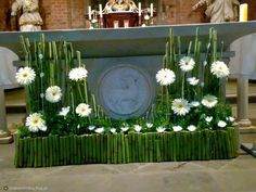 Selecting The Flower Arrangement For Church Weddings – Bridezilla Flowers Tall Floral Arrangements, Contemporary Flower Arrangements, Easter Flower Arrangements, Creative Flower Arrangements, Ikebana Flower Arrangement, Beautiful Flower Arrangements, Church Altar Decorations, Home Wedding Decorations, Decoration Table