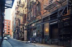 new york alleyway City Aesthetic, Alleyway, Dream City, Environment Concept Art, Wall Art Pictures, Cool Landscapes, Street Photo, Gotham City, City Streets