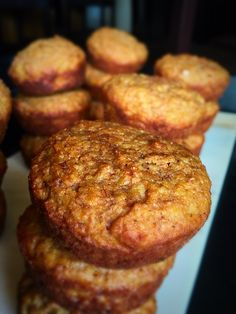 A hearty muffin that is perfect for breakfast and lunch Banana Carrot Muffins, Delicious Breakfast Recipes, Afternoon Snacks, Us Foods, Yummy Treats, Food To Make, Meal Planning, Carrots, Good Food