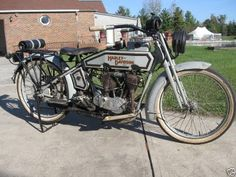 Cool 1915 Harley. Wow, what a kickstand.
