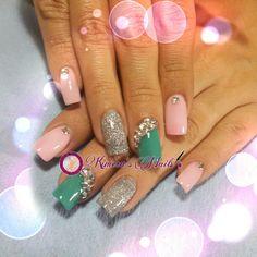 #nails #uñasbellas #uñasacrilicas #acrilycnails #uñas #diseño #kimerasmails #glitter #color #pink #pinkis #rosa #fresas #silver