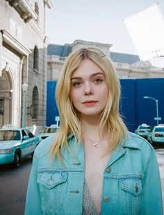 Prity Girl, Fanning Sisters, Dakota And Elle Fanning, Pretty Hurts, Female Friends, Just Girl Things, Poses, Hollywood Celebrities, Woman Crush