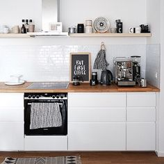 Nothing works without coffee: open IKEA kitchen with Voxtorp fronts and no hanging .- Ohne Kaffee geht nichts: offene IKEA Küche mit Voxtorp Fronten und ohne Hänges… Nothing works without coffee: open IKEA kitchen with Voxtorp … - Wall Cupboards, Kitchen Cabinets, Küchen Design, Home Design, Home Interior, Kitchen Interior, Voxtorp Ikea, Diy Kitchen Decor, Home Decor