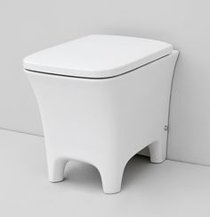 Cow, design Meneghello Paolelli Associati. #bagno #bathroom #design #Artceram back to wall WC