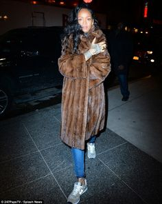Rihanna spotted in NYC on Sunday Autumn Clothes, Daily Dress, Rihanna Fenty, People Dress, Celebs, Celebrities, Celebrity Pictures, Get Dressed, Night Out