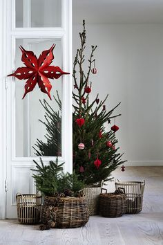 Cozy Christmas decor in wicker, red and green.