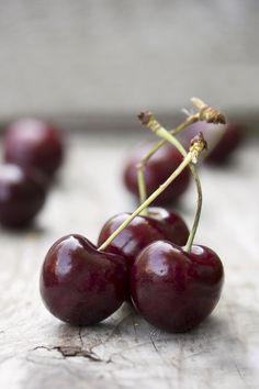 Cherries by Gabriela Tulian Fruit And Veg, Fruits And Veggies, Fresh Fruit, Vegetables, Cherry Fruit, Cerise Fruit, Fruits Photos, Cherries Jubilee, Still Life Fruit