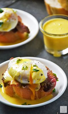 Steak and Eggs Benedict Crostini is perfect for brunch, a starter before dinner, or even for a party appetizer! This recipe is always a winner anytime of day for any occasion. #LTGrecipes #SundaySupper #InspiredByBeef