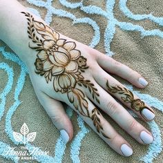 Here are stylish and latest Simple Back Hand Mehndi Designs, Choose the best. Wedding Henna Designs, Rose Mehndi Designs, Henna Tattoo Designs Simple, Finger Henna Designs, Back Hand Mehndi Designs, Modern Mehndi Designs, Mehndi Designs For Beginners, Mehndi Designs For Girls, Mehndi Design Photos