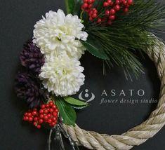 商品名 : お正月リース (白&紫)価格 ¥ 2,800 (送料込みの価格です)サイズ : 約 縦37cm x 横19cm花材:全てアーティフ...|ハンドメイド、手作り、手仕事品の通販・販売・購入ならCreema。