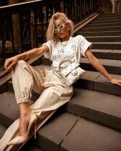 Laid back 😎 tee & bag from Sparkly Outfits, Cute Casual Outfits, Summer Outfits, White Outfits, Fashion Shoot, Fashion Outfits, Micah Gianelli, Urban Chic, Minimal Fashion