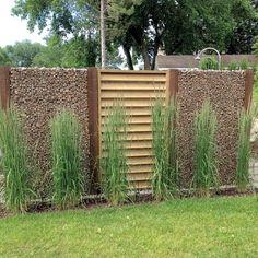 Un patio vaste et léger - Je Jardine Gabions, Pergola, Deck Design, Arch, Backyard, Outdoor Structures, Style, Gardens, Terrace Design